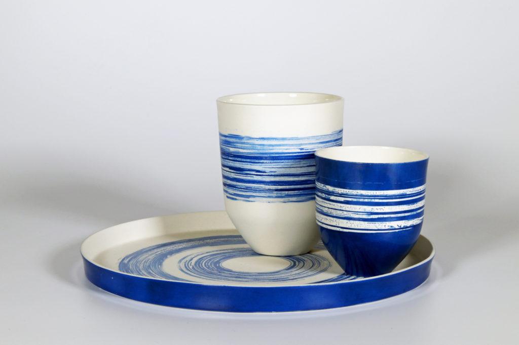 Plateau et gobelets en porcelaine